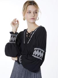 Meisïe - Zwarte blouse met pofmouwen