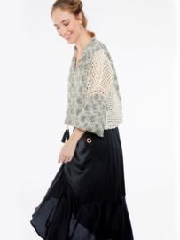 Meisïe - Grijs gebloemde blouse met lange luchtige mouwen