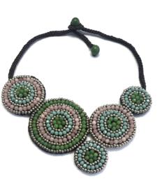 Halsketting piece of art - groen-roze