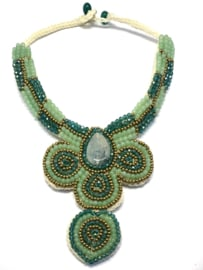 Sjaal met verhaal - halsketting piece of art - goud-groen