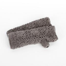 Sjaal met  verhaal handwarmers grijs