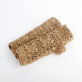 Sjaal met  verhaal handwarmers zand