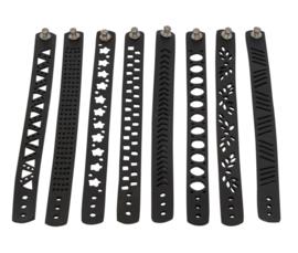 Eco armbanden met de hand gemaakt van oude autobanden in Madagaskar