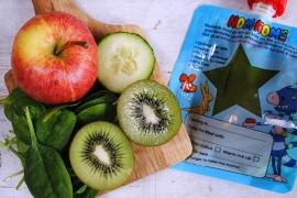 Groene smoothie met kiwi, appel, spinazie en komkommer