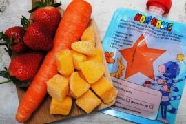 Oranjesmoothie van mango, aardbei en wortel