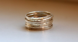 Set zilveren stapelringen, 7 aanschuifringen, aansluitring, stacking rings, smalle ring, bijring, combinatiering, minimalistisch look