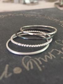 4 Zilveren gehamerde fijne ringen, stacking rings, sterling zilver minimalistische aanschuifringen