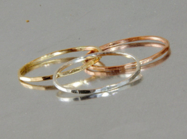 Subtiele gouden gehamerde minimalistische fijne ring, Stacking ring,  gold filled Stapelring, stapelbare ring, gouden aanschuifring, dunne ring