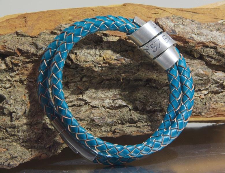 Lederen heren armband met gravure op zilveren wikkel