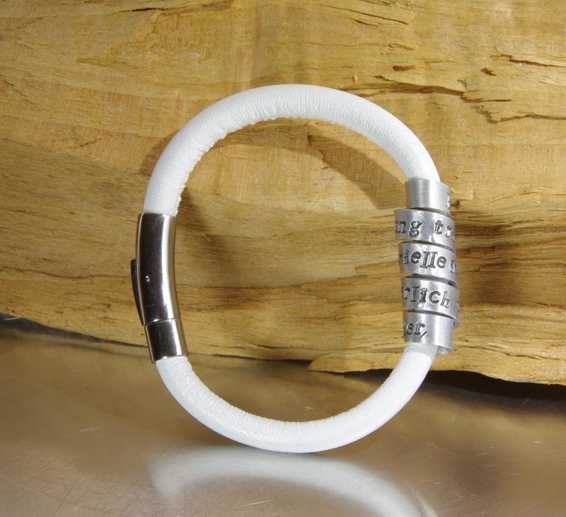 Gepersonaliseerde Lederen en Aluminium Tekst Armband voor Dames en Heren - WIT