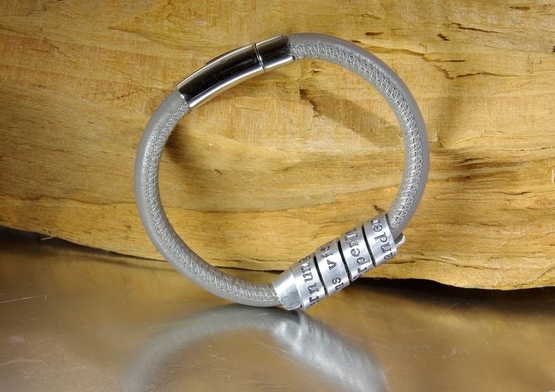 Lederen & aluminium damesarmband / herenarmband met persoonlijke boodschap