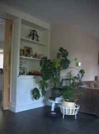 Kamer en suite met wandkasten