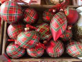 Rood geruite kerstballen