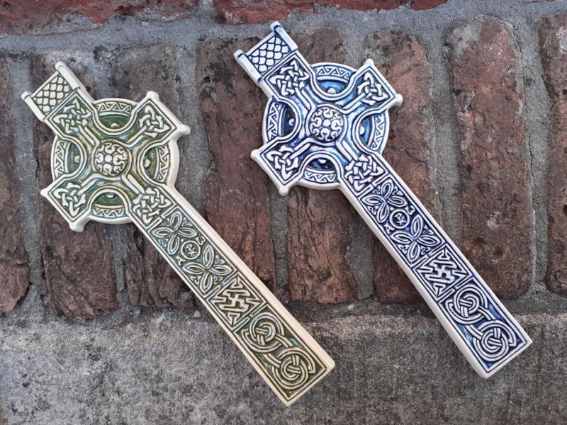 Keltisch Kruizen van keramiek