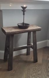 Oude houten kruk