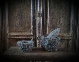 Stenen kandelaar,  vijzel
