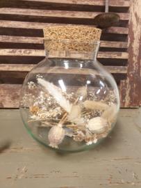 Glazenpot met droogbloemen