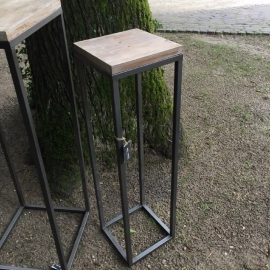 Stoer hoog tafeltje klein