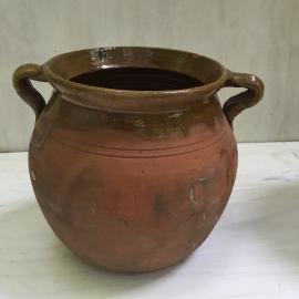 Oude pot met oren