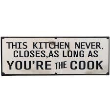 This kitchen never closes - tekstbord