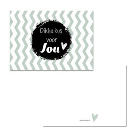 Lief ansichtkaartje ' dikke kus voor jou' | A6