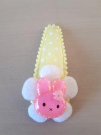 Haarspeldje 5cm Geel klikklak speldje met witte stippen | Roze konijntje