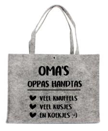 Vilten tas met opdruk Oma's oppas handtas | Leuk kado om Oma eens te verwennen