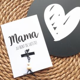 Ansichtkaartje met gelukspoppetje 'Mama je bent de liefste' | A6