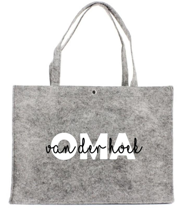 Vilten tas met opdruk OMA  (naam.......)    Leuk kado om Oma eens te verwennen