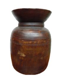 Oude houten pot hoog (Varios)