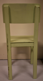 Houten stoel zachtgroen