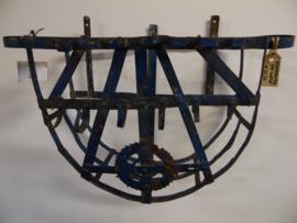 Oud metalen wandrek (One World  Interiors)