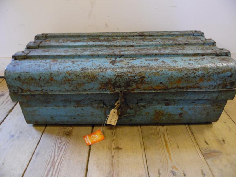 Oude opbergkoffer lichtblauw (Hoogendam Interiors)
