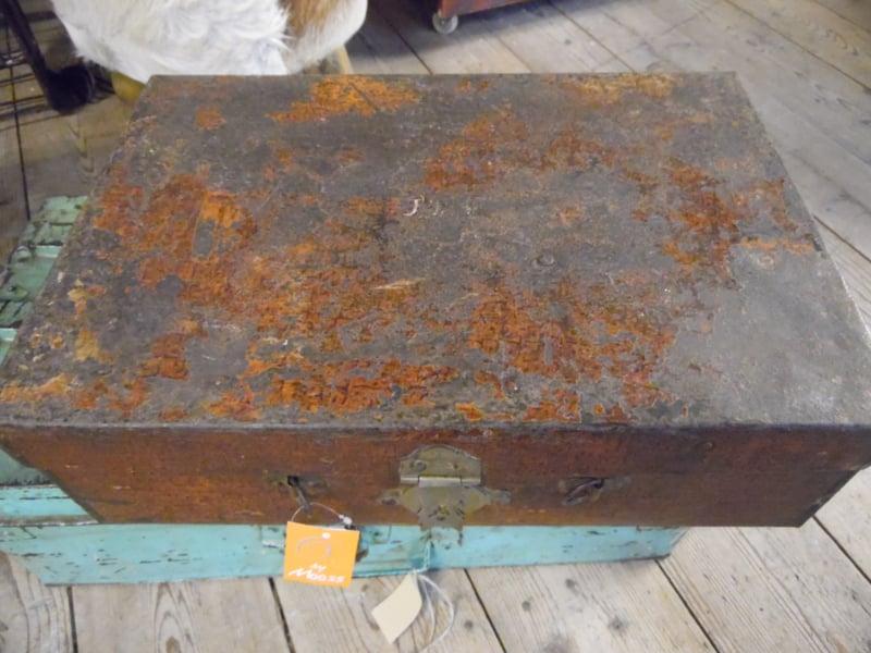 Roodbruin metalen koffertje (By Mooss)