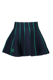 B.Nosy skirt with green stripes