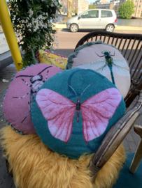 Rond kussen met vlinder