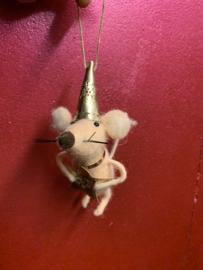 Muis met hoed