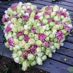 Bloemstuk voor begrafenis - hartvorm - Floribundus in Zaandam