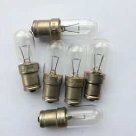 Nr. R186 lampje PHILIPS type 6112R  6 volt 5A met bajonet dikte 1,5 cm hoogte 6 cm.