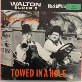 Nr.758 --Super 8 SOUND, Laurel en Hardy Towed in a Hole, 120 meter zwartwit met Engels geluid in orginele Walton doos