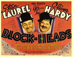 Nr.1208 -- 9,5 mm speelfim  --  Laurel et Hardy - Têtes de Pioches (Block-Heads) 1938, zwartwit silents bestaat uit 5 delen van ca.120 meter in de orginele dozen van Film Office