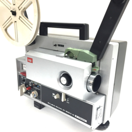 Nr.8187 --  Top projector de Elmo Sound ST-600D 2- Track, voor Super 8 mm films, sterke halogeenlamp: 100 W, 12 V,  spoel capaciteit: 180 m, heeft service beurt gehad is in nieuwstaat en in orginele doos