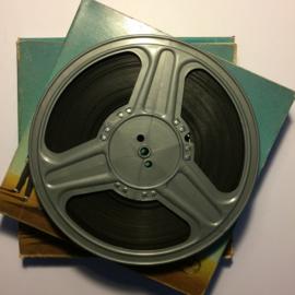 Nr.1204 -- 9,5 mm speelfilm -- ALL NIGHT LONG. Harry Langdon Titre Francais : MON EX-SERGENT bestaat uit 2 delen van ca.120 meter zwartwit Silent in de orginele dozen van Film Office, zeer zeldzame film