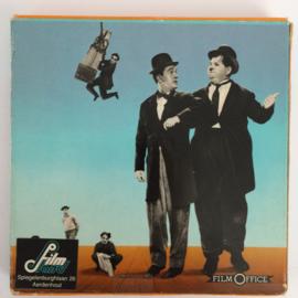 Nr.6541 -- Super 8 Silent,   Early to Bed 1928,   Laurel & Hardy, zwartwit silent, speelduur ongeveer 18 minuten (120m.), in orginele fabrieks doos