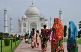 Nr.16382 --16mm-- India - Jaipur, korte documentaire over deze stad in kleur Frans gesproken met Nederlandse ondertitels, speelduur 10 minuten compleet met begin/end titels
