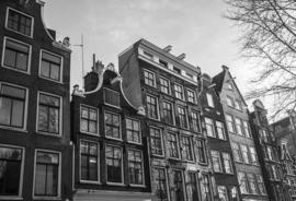 H025 --16mm-- In en rond Amsterdam jaren '60 mooi zwartwit Engels commentaar speelduur 12 min. compleet op spoel en in doos