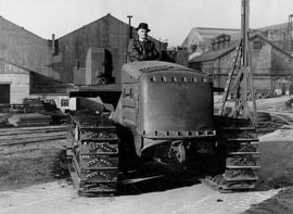 Nr.16356 --16mm-- Vickers VR180 Vigor was a British crawler tractor of the 1950s. 24 October 1949,Jack Olding Organisation zeer interesant promotiefilmpje uit 1949, prima van kleur en Engels gesproken, compleet op spoel en in doos