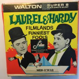 Nr.6776 --Super 8-- Laurel en Hardy Men o War,  zwartwit 60 meter Silent in orginele fabrieks doos