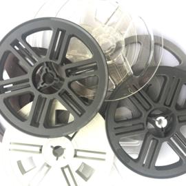 SUPER 8  losse spoel voor super 8 film projectoren, diameter 12,8 cm. is ongeveer 60 meter film is o.a. geschikt voor o.a. de Reflecta filmscanners