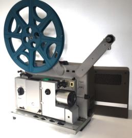 Nr.8105 --16mm sound-- Bauer P7 TS universal met 4 tandige grijper, Zoomlens, 250 w.halogeenlamp, optisch en mag. geluid, 20 w. versterker incl orginele kap, heeft volledige service beurt gehad, in prima staat